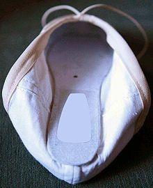 pointe-shoe-img1